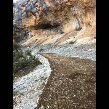 Culminan las obras de los senderos del abrigo de la Sarga en Alcoy
