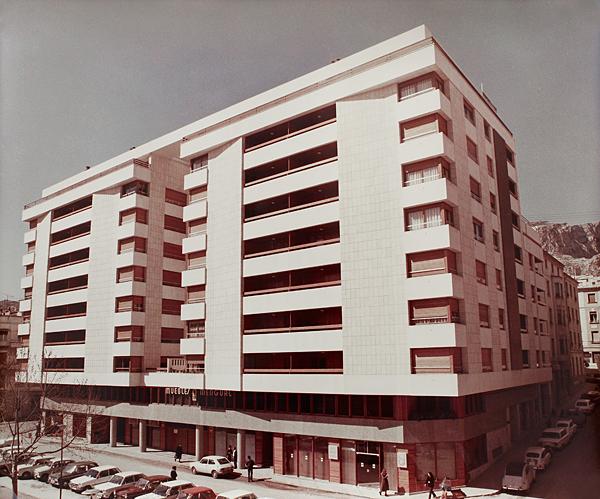 Foto antigua de un edificio en Alicante