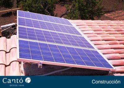 Placa solar instalada en el techo